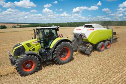 CLAAS Traktor und Ballenpresse